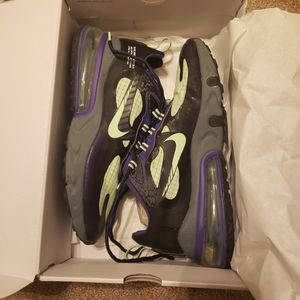 Nike Air Max 270 React Size 9.5 for Sale in Bakersfield, CA