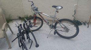 Schwinn mountain bike with 26 inch wheels excellent conditions with awesome bike rack for Sale in Miami, FL