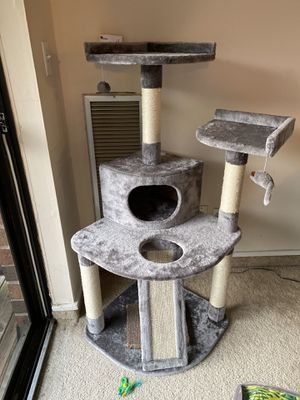Cat condo for Sale in Hamden, CT