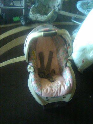 Graco girls infant car seat for Sale in Philadelphia, PA