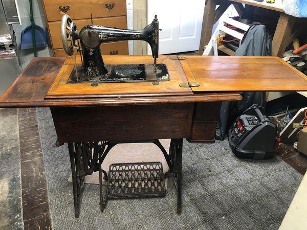 1895 Singer Treadle Sewing Machine