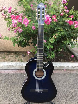 Fever classic acoustic guitar for Sale in South Gate, CA