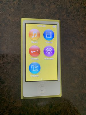 iPod Nano 7th Generation 16gb Gold w/apple headphones for Sale in Deltona, FL