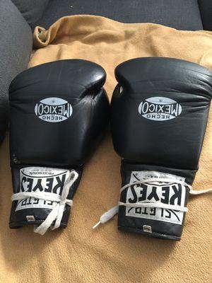 Boxing glove 🥊 está como nuevos for Sale in Los Angeles, CA
