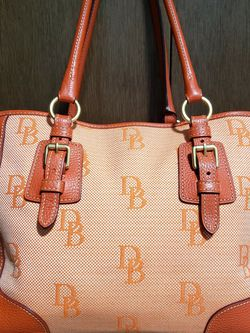 Dooney And Bourke Tote for Sale in Woodinville,  WA