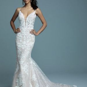 Maggie Sottero Toscany Lynette Wedding Dress for Sale in Branford, CT