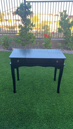 Vanity table and bench for Sale in Las Vegas, NV