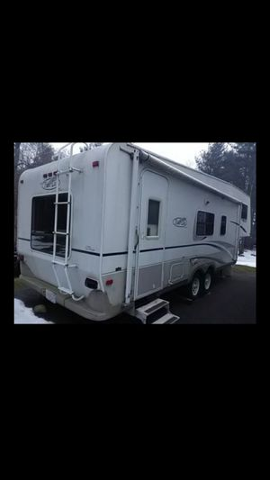 29' 5th wheel camper for Sale in Falmouth, MA