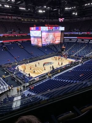 2 LAKERS PELICANS TICKETS— MARCH 31 for Sale in Baton Rouge, LA