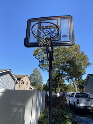 Lifetime 50 in basketball hoop for Sale in East Patchogue, NY