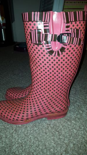 Size 8 rain boots for Sale in Columbus, OH