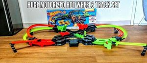 Hot Wheels Motorized Colossal Crash Track Set, Multicolor for Sale in Chelsea, MA