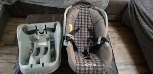 Graco baby car seat and base for Sale in Renton, WA