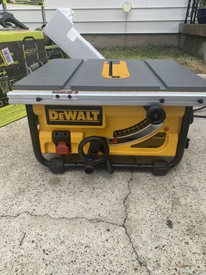 "Dewalt 10"" table saw missing all accessories/ le faltan todo los accesorios/ así como se mira en la foto for Sale in Irving, TX"