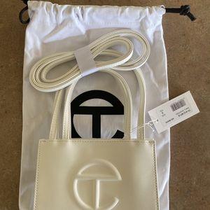 White Telfar small shopping bag for Sale in Newark, NJ