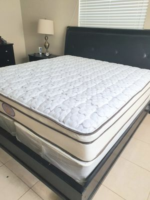 New king mattress pillowtop and 2 box springs BED FRAME IS NOT INCLUDED for Sale in West Palm Beach, FL