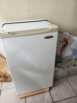 Mini fridge for Sale in Coral Gables, FL