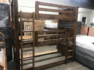 SOLID WOOD TRIPLE TWIN BUNK BED (MATTRESS INCLUDED) for Sale in Lynwood, CA