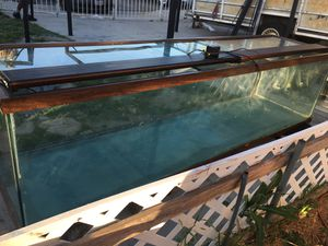 Glass fish tank 250 gallons measurements 96 x 24 x 24 please just . Text me if you are ready to pick up the price it's not negotiable thank you. for Sale in San Bernardino, CA