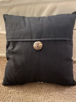 2 throw pillows black color for Sale in Westlake,  OH