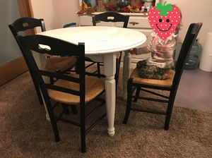 Table and chairs for Sale in Puyallup, WA