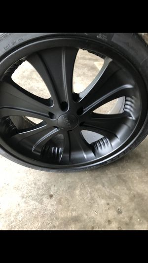 22 inch rims 6 lugs may need Rim adapters for Sale in Columbus, OH