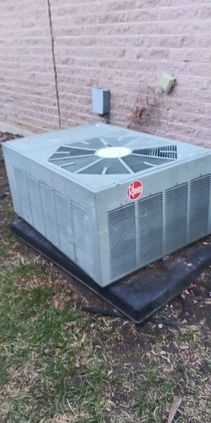 Ac condensor 3 ton freon R22 work ok full freon for Sale in Arlington, TX
