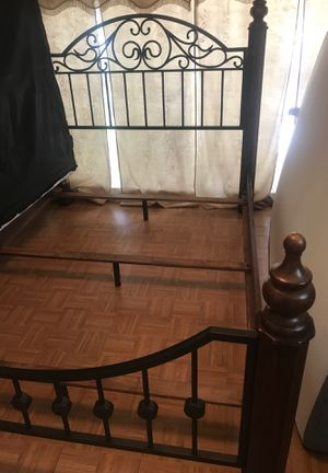 Queen size bed frame for Sale in Fort Worth, TX