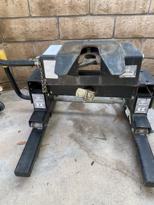 Trailer Hitch - Fifth Wheel for Sale in Lake Forest, CA