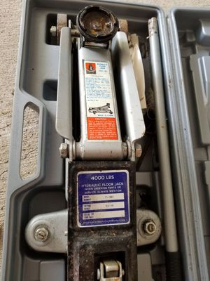 Hydraulic floor jack with case for Sale in Cadillac, MI