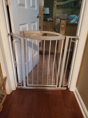 Baby/Dog Gate.Fits 28 to 30 inch door for Sale in Louisville, KY
