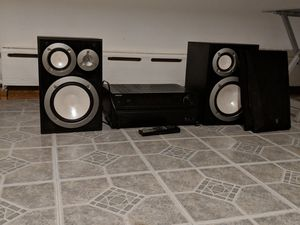 Onkyo receiver with two Yamaha speakers. for Sale in Chicago, IL