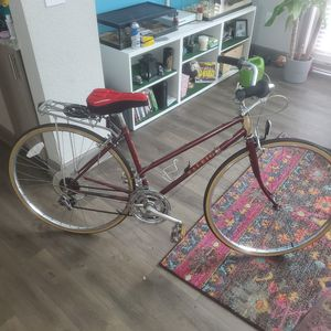 Womens vintage raleigh touring bike for Sale in Orlando, FL