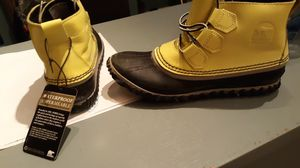 Size 7 sorel rain boots for Sale in Columbus, OH