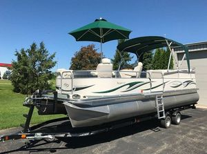 2006 Manitou Legacy Pontoon Boat and Trailer for Sale in Washington, DC