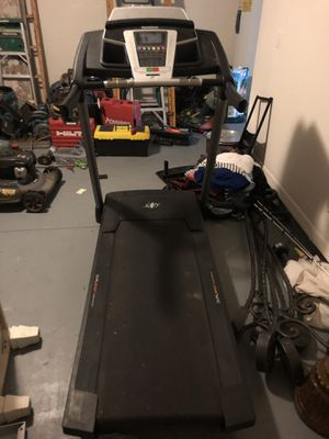 NordicTrack Dualshock Cushioning Treadmill for Sale in Riverview, FL
