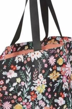 Vera Bradley Large Tote Hand Bag NEW for Sale in Bothell,  WA