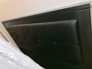 Queen Bed - Leather Tufted for Sale in Richmond, CA