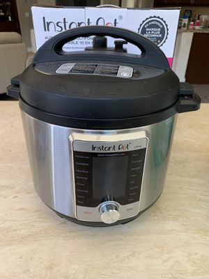 Instant Pot 10 in 1 pressure cooker for Sale in San Marcos, CA