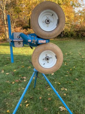 Jugs curveball pitching machine + cage more for Sale in Branford, CT