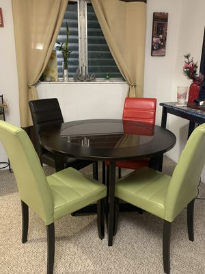 Table and chairs for Sale in Coral Gables, FL
