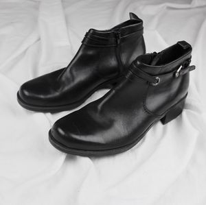Clark's Women's Black Leather Ankle Booties US 8.5 for Sale in Raleigh, NC