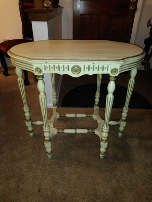 Beautiful antique accent table for Sale in Thornton, CO