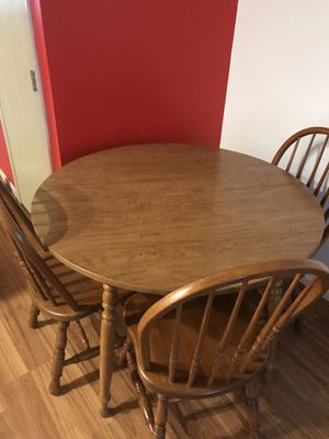 Kitchen dining table and chairs for Sale in Columbus, OH