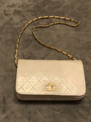 CHANEL Small white Chain Quilted Flap Lambskin Purse for Sale in Las Vegas, NV