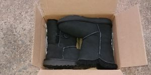 Toddler uggs boots size 11 for Sale in Manassas Park, VA