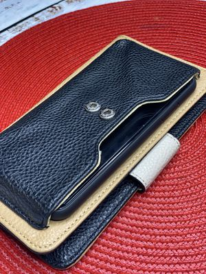 DANA BUCHMAN cellphone/credit WALLET (SHIPPING ONLY 📦📬 NO LOCAL PICK UPS) for Sale in Los Angeles, CA