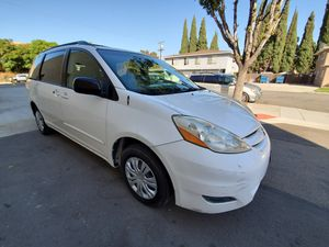 2007 Toyota Sienna Clean title for Sale in Downey, CA