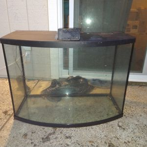 40gallon Bow Front Fish Tank.... for Sale in Carmichael, CA