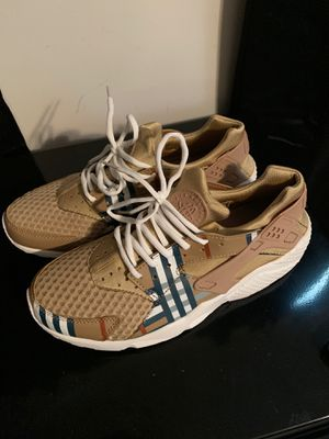 Burberry Huaraches(size 10) for Sale in St. Louis, MO
